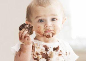 tips på hur man får bort chokladfläckar på kläder och tyg